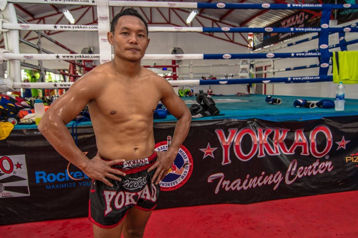 yokkao-black-shadow-muay-thai-shorts-bbc